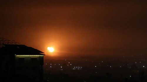 Israeli jets & helicopters strike Gaza Strip in reprisal for rocket attack