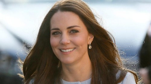 Ist das ihre Antwort auf Meghans Kinderbuch?: Herzogin Kate verteilt kostenlose Fotobücher mit Briefen | Video | VIP.de