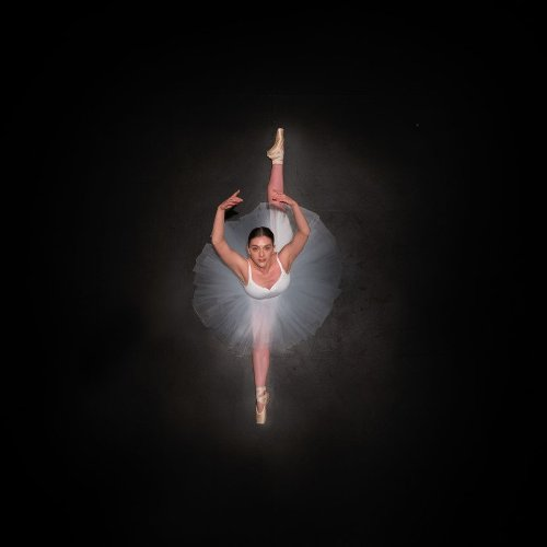 'Ballerine de l'air' series by Brad Walls captures the beauty of Ballet from a unique perspective
