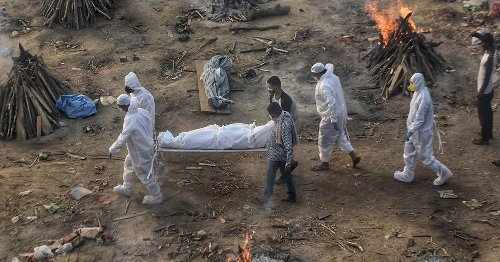Mass cremations as India faces a tsunami of Covid-19 deaths