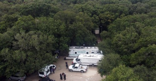 FBI, police swarm Florida home of Gabby Petito's fiancé