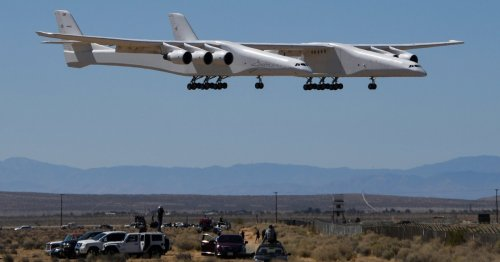 Stratolaunch's Roc carrier aircraft flies over Mojave Desert