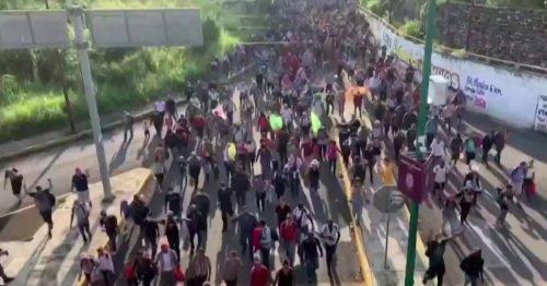 Migrant caravan: Thousands in Mexico moving towards U.S. border