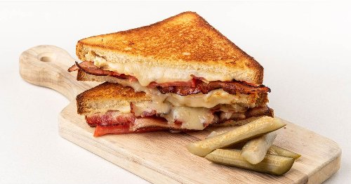 Curtis Stone makes grilled cheese even better with tomatoes and bacon