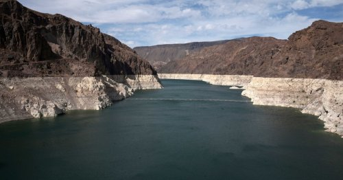 Lake Mead's water level drops to lowest point in history