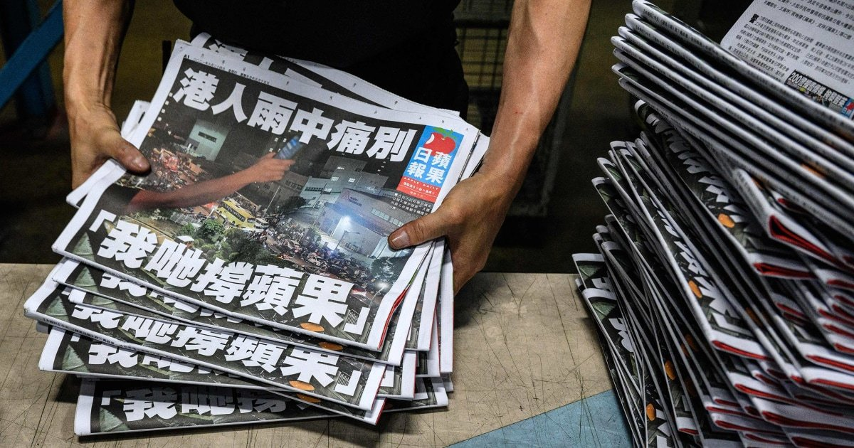 Hong Kong's pro-democracy newspaper Apple Daily closes with 'painful farewell'