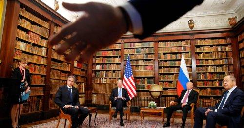 As Biden and Putin met, press chaos reigned