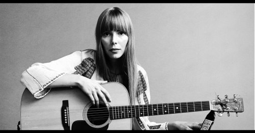 Music icon Joni Mitchell sits down for 1st interview since 2015 brain aneurysm