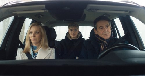 Mae Martin, Lisa Kudrow on the universal appeal of Netflix's 'Feel Good'