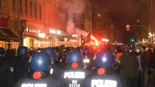 Über 5000 Demonstranten bei Demo gegen Köpi-Räumung – Polizisten verletzt