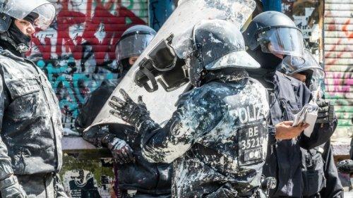 71 Verfahren nach Krawall – doch der Staatsanwalt verbietet Rigaer-Razzia!