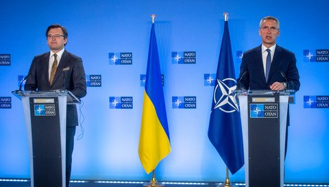 Nato and US urge Russia to back off on Ukraine