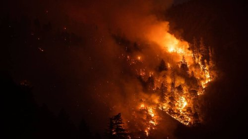 California wildfires: More 'extreme' activity pushes Dixie Fire close to 200,000 acres