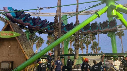 22 people left hanging in mid-air for two hours on an Arizona roller coaster