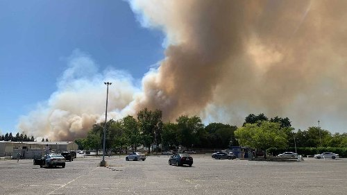 Grass fire burning along American River Parkway, Sacramento Fire Department says