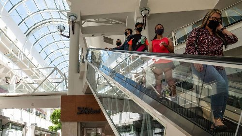 COVID masks coming off slowly in Sacramento region. Why most people still wear them
