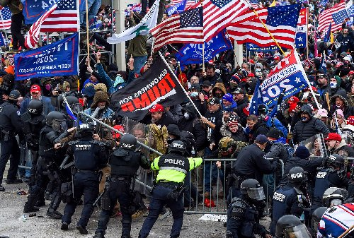 """Analysis finds Jan. 6 insurrectionist mob was """"hodgepodge"""" of unaffiliated right-wing extremists"""
