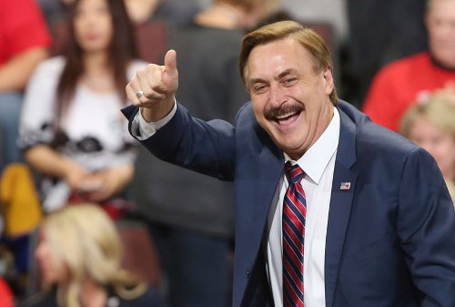 """Now MyPillow CEO Mike Lindell claims he hired """"investigators"""" to look into Fox News"""
