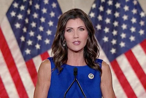 "GOP Gov. Kristi Noem signs ""1776 pledge"" to ban ""anti-American indoctrination"" in public schools"