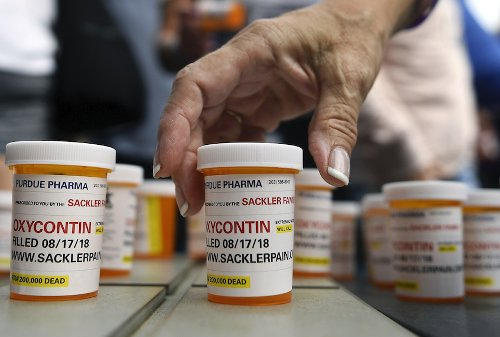 Data touted by OxyContin maker to fight lawsuits doesn't tell the whole story