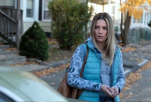 """On AMC's ambitious """"Kevin Can F**k Himself,"""" Annie Murphy is a dutiful sitcom wife who goes rogue"""
