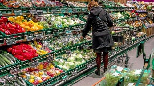 Corona: Handel warnt bei 2G-Regelung vor Schlangen vor Supermärkten