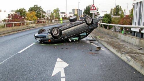 Unfall in Wolfsburg: Wagen überschlägt sich mehrfach