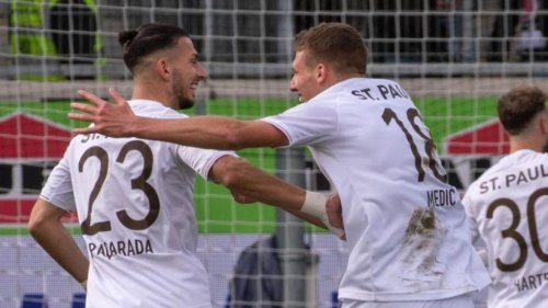 St. Pauli bleibt vorn - Karlsruhe rückt vor