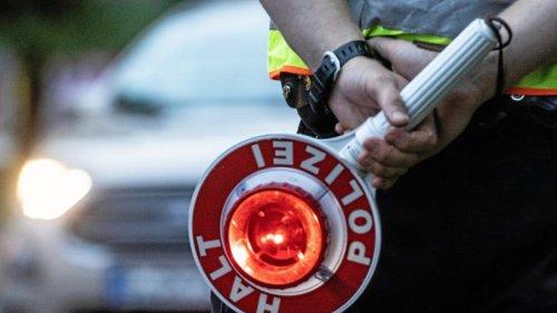 Polizei setzt Sattelzug auf der A2 bei Helmstedt fest