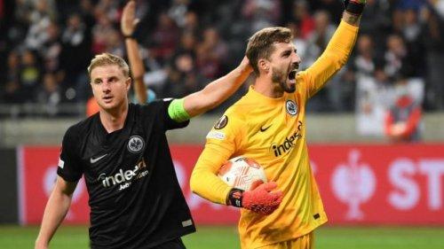 Erst Pyros, dann Özils Tor: Eintracht auch in Europa sieglos