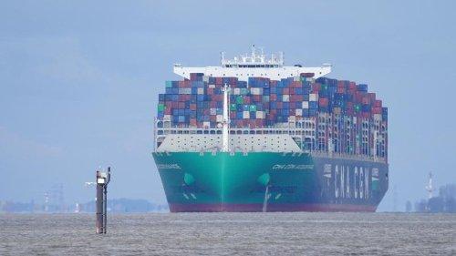 Seeschiffe können mit mehr Tiefgang die Elbe befahren