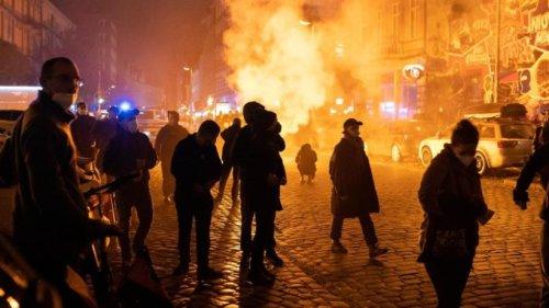 """Demo nach """"Köpi""""-Räumung in Berlin - verletzte Polizisten"""