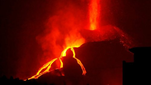 Kanaren-News: Nächstes Dorf auf La Palma von Vulkan bedroht – Tiere vor Lava gerettet