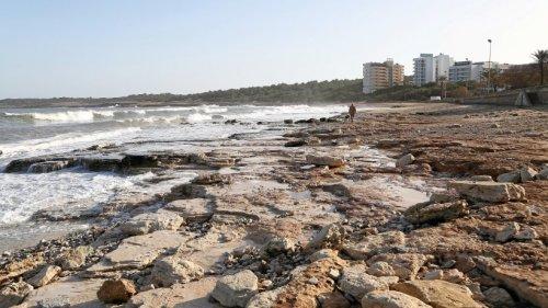 Mallorca: Unwetter spült zwei Strände weg - Meer braun