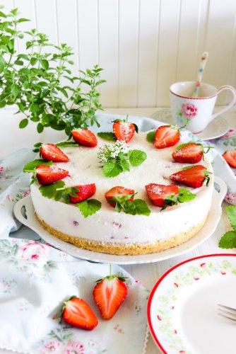 Aromatische Erdbeer Colada Torte - Sasibella
