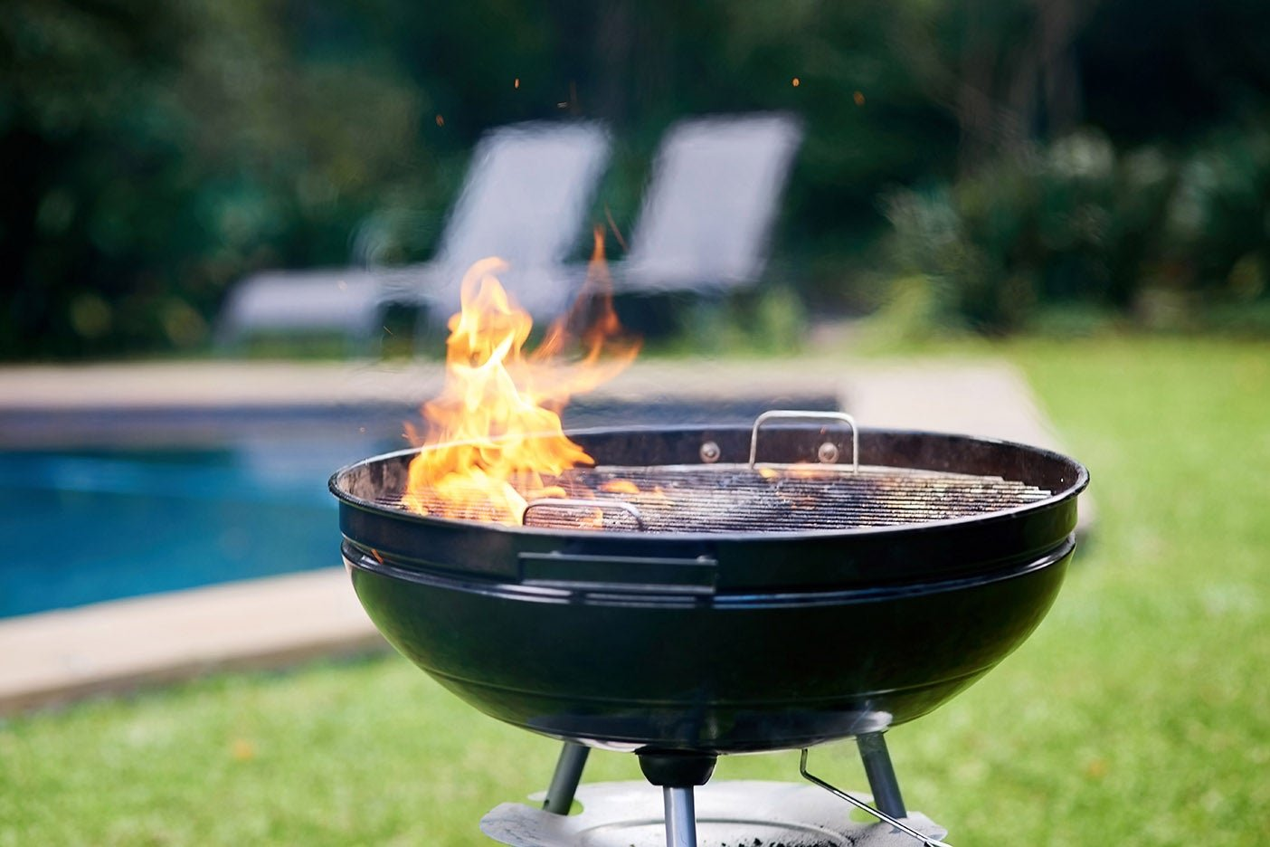 The Best Charcoal Grills for a Smoky Summer of Burgers and Grilled Pizza