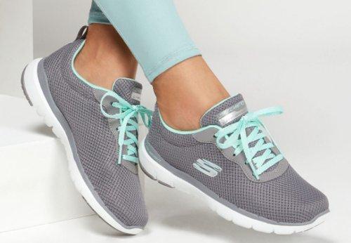 Best Walking Shoes for Travel (for Men & Women)