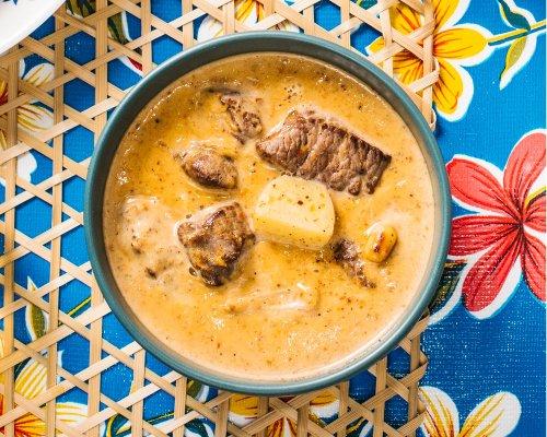 Massaman curry with beef (gaeng massaman nue)