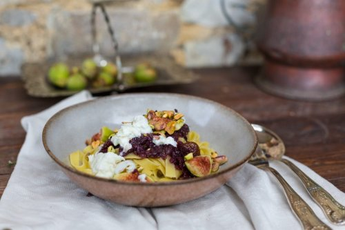 Pasta mit Wildschweinsalami, Feigenmarmelade, Burrata und Pistazien | Schlaraffenwelt - Expedition Genuss