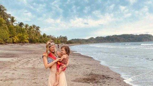 Eliana Burki zeigt ihrer Tochter wilde Tiere
