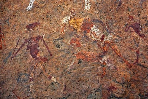 Chasseuse, artiste, technicienne : la femme préhistorique n'était pas celle que l'on croit
