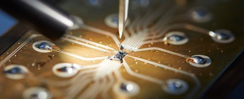 A Simple Crystal Could Finally Give Us Large-Scale Quantum Computing, Scientists Say
