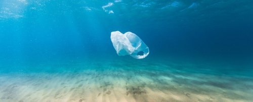 Sunlight Can Bake Plastic Waste Into a Soup of Tens of Thousands of Organic Molecules