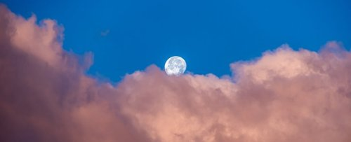 Large-Scale Study Shows The Moon Exerts a Powerful Influence on How We Sleep