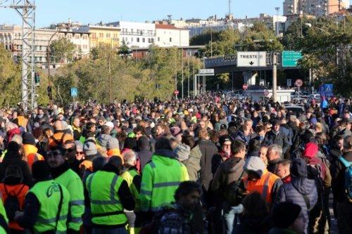 Manifs et blocages en Italie contre le pass sanitaire au travail - Sciences et Avenir