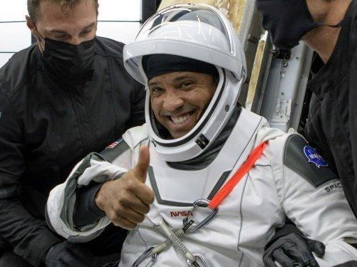 """""""Je me sentais très lourd"""": quatre astronautes racontent leur retour sur Terre avec SpaceX"""