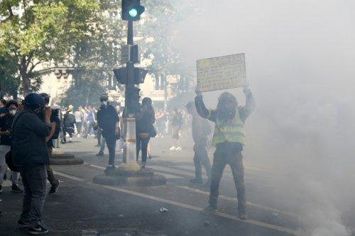 """Covid-19: """"Pour la liberté"""", des milliers de personnes dans les rues"""