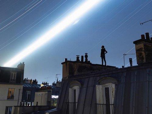 Nuit de pleine lune sur les toits de Paris, France, juillet 2021