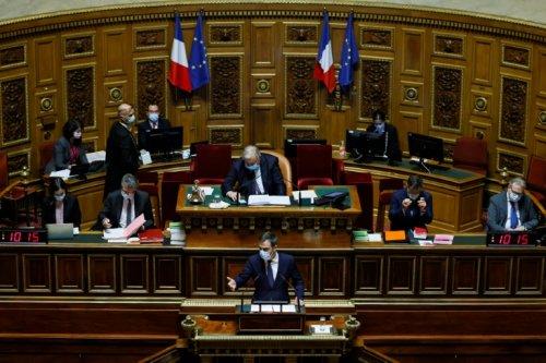 """Pass sanitaire: le Sénat veut imposer une """"clause de revoyure"""" - Sciences et Avenir"""