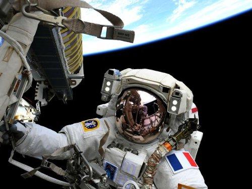La deuxième sortie dans l'espace de Thomas Pesquet a permis d'installer un panneau solaire